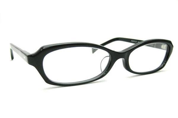 (写真4)Opticien Loyd(オプティシャン ロイド)Public 002M。カラー:1(ブラック)価格:18,900円。