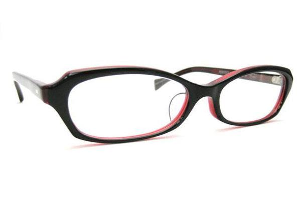 (写真6)Opticien Loyd(オプティシャン ロイド)Public 002M。カラー:11(ブラック/レッド)価格:18,900円。