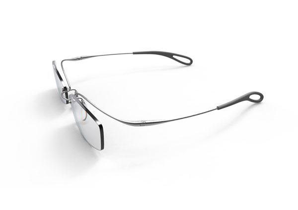 (写真1)眼鏡 [ミクロチタン × ムラタ・チアキ]。ミニマムなデザインが美しい。