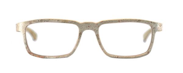 (写真10)natural eyewear [woodstone collection | model silverstone]。 合板をベースにし、頁岩(けつがん)の薄板を巧みに使用したフレーム