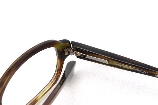 ATTRACT(アトラクト)のメガネフレームには、オリジナルのバネ機構が使われている。image by GLAFAS【クリックして拡大】