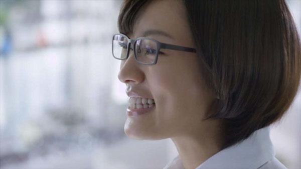 最後は夏菜さんのとびきりの笑顔で締めくくり。image by 愛眼【クリックして拡大】