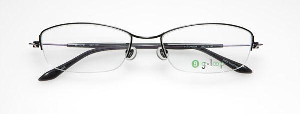 (写真6)眼鏡市場 g-loop(ジーループ)GLP-105。 カラー:レッド、カーキ、ダークグレー(写真)、ネイビーマット。 重さ:5.5g。サイズ:54□18-140。価格:15,750円(レンズ込み)。