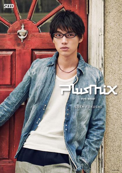 plusmix(プラスミックス)PX-13258 カラー:040(ブラック)を掛けた福士蒼汰。 image by SEED