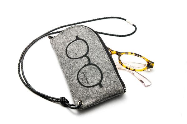spring strings(スプリング ストリングス)CS-FELT POUCH 価格:13,000ウォン(約1,100円) ※メガネは筆者私物。 image by GLAFAS 【クリックして拡大】