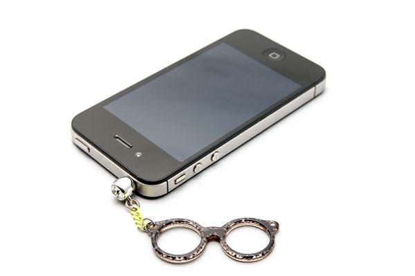 筆者も iPhone 4S に付けて愛用中。 image by GLAFAS 【クリックして拡大】