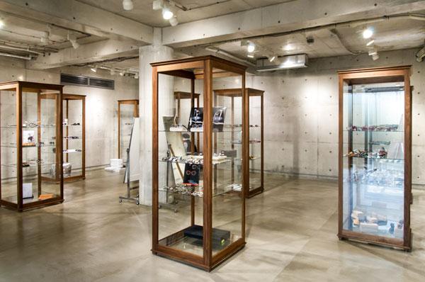 BLOW では会場の空間と雰囲気を活かした展示がおこなわれていた。 【クリックして拡大】