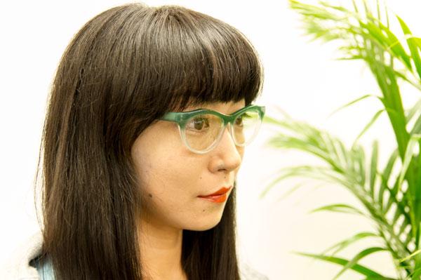 シンプルなデザインながらも、 「横顔美人」にしてくれるメガネは貴重。 気分を上げてくれるメガネになりそう。 【クリックして拡大】