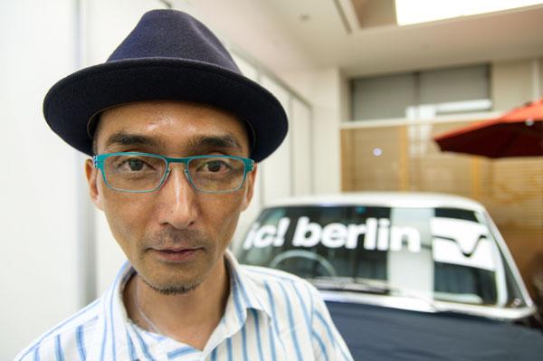 ic!berlin(アイシー!ベルリン)rast カラー:electric turquoise。 rast は ic!berlin(アイシー!ベルリン)のベストセラーだが、 「エレクトリックカラー」で新鮮な印象に。 【クリックして拡大】