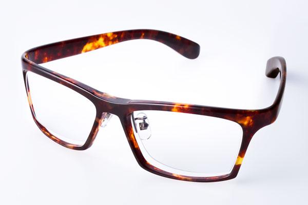 DJUAL(デュアル)G01 カラー:2 デミ/金属部:ライトグレー クリアカラーのレンズを入れて、 メガネとして使うのも大いにアリ。 image by DJUAL 【クリックして拡大】