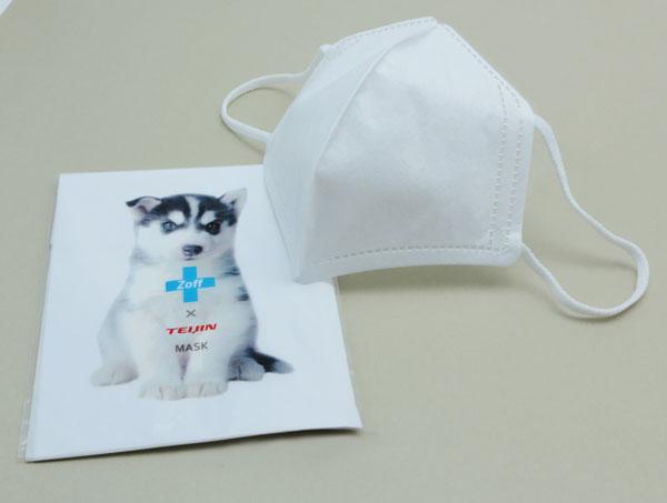 AIR VISOR(エア・バイザー)についてくるのは、 帝人フロンティアの3層立体マスク。 細菌・微粒子99%カット(BPE、PFEテスト:米国ネルソン研究所測定)。 耳ひもも柔らかく、顔にすき間なくフィット。 口元には空間ができるので、息苦しくないのもポイント。 image by インターメスティック 【クリックして拡大】