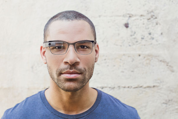 「Google Glass」(グーグル グラス)「Split」の着用写真。