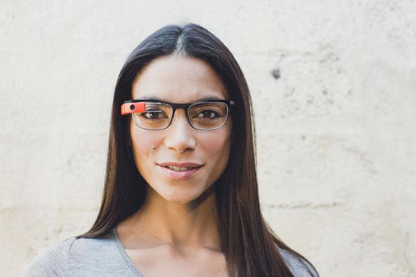 「Google Glass」(グーグル グラス)「Thin」の着用写真。