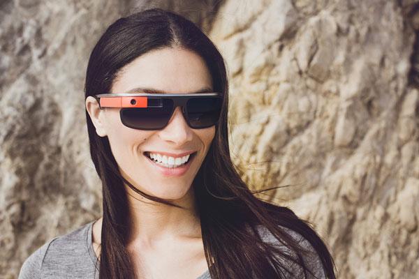 「Google Glass」(グーグル グラス)「Edge」の着用写真。