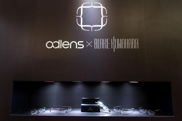 adlens(アドレンズ)と BLAKE KUWAHARA(ブレーク・クワハラ)とのコラボが発表された「東京インターナショナル・ギフト・ショー」のブース 【クリックして拡大】