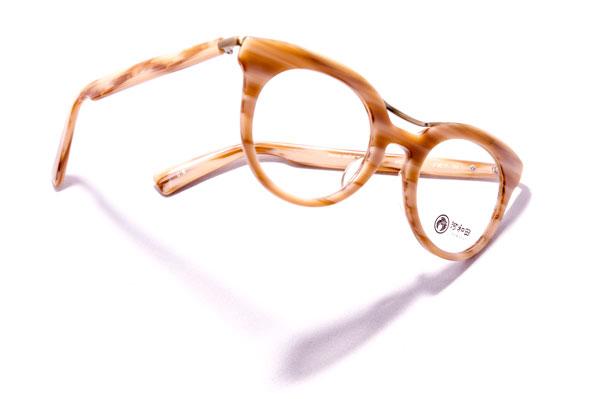 河和田(かわだ) 「夕焼け-06」カラー:5 顔にほどよくなじみつつも、個性を放つ色使いが魅力的。 【クリックして拡大】