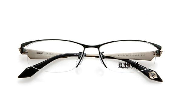 眼鏡市場 × 戦国無双4 伊達政宗モデル 価格:15,000円(レンズ代込み、税抜) テンプル(つる)内側には、 「わしは必ず奥州、いや天下の雄となる!」 というセリフ入り。