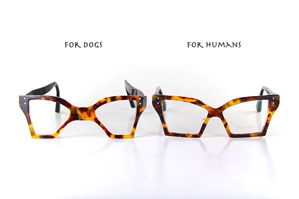 SAY-OH(セイ オー)「THE ROCK」c02 左が犬に合わせてデザインされた「FOR DOGS」。 右が人間用の「FOR HUMANS」。 「FOR DOGS」は、鼻幅やテンプル(つる)の形状などが、犬に合わせてデザインされている。 image by SAY-OH