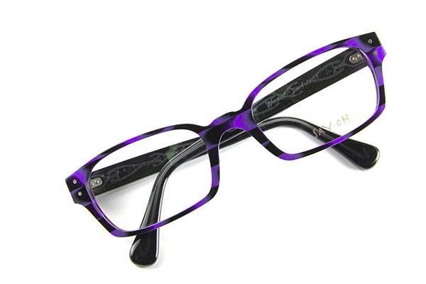 """SAY-OH(セイ オー)「SMART」c01 テンプル(つる)には「芯張り」と呼ばれる技術を活かされており、デザインされた金属芯が透けて見えるのがポイント。 「芯張り」は、""""メガネの聖地""""福井県鯖江市でもできるところは数少ない。 しかし、新潟県三条市産の SAY-OH(セイ オー)では、「芯張り」を活かしたメガネを展開している。 image by SAY-OH(セイ オー)"""