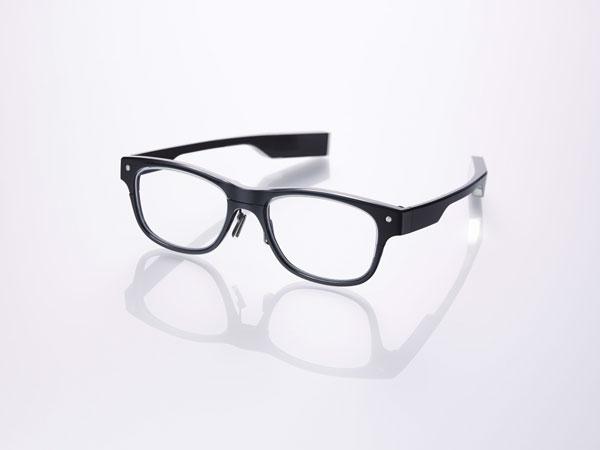 JINS MEME(ジンズ・ミーム)「ウエリントン」 日常的に使える「普通のメガネ」のように仕上がっているのがポイント。 【クリックして拡大】