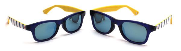 Disney Collection / Sunglasses pakage(ディズニーコレクション/サングラスパッケージ) (右)レギュラーサイズ。(左)スモールサイズ。 さわやかなマリンスタイルと注目トレンドのミラーレンズとのコンビがかわいい。 親子そろっておしゃれに夏を楽しめそうなサングラス。 価格はいずれも3,500円(税別)。