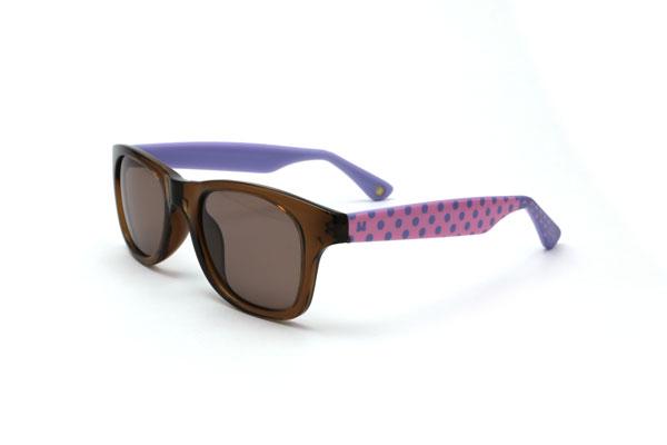 Disney Collection / Sunglasses pakage(ディズニーコレクション/サングラスパッケージ) デイジーダックモデルは、ピンク × パープルのドット柄がポイント。 さらに、ブラウンのフロントが優しくてかわいい印象を演出。 価格:3,500円(税別)。