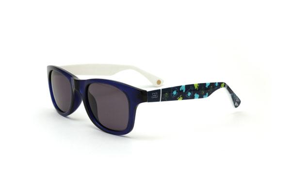 Disney Collection / Sunglasses pakage(ディズニーコレクション/サングラスパッケージ) モンスターズ・ユニバーシティモデルは、サリーとマイクの最強コンビ。 かわいいだけでなく、夏の強い陽射しをしっかりカットしてくれる。 価格:3,500円(税別)。