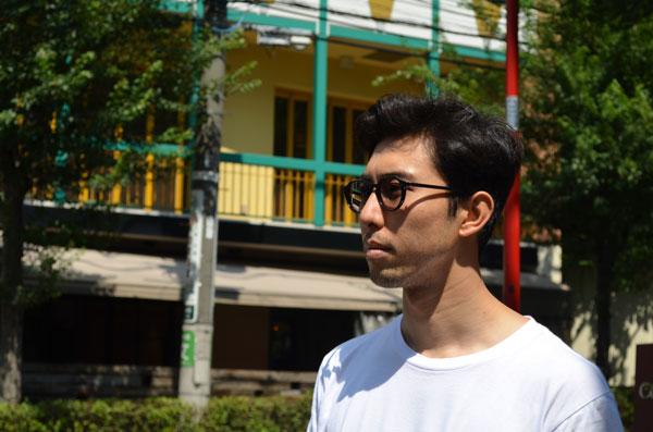 ayame(アヤメ)のデザイナー今泉氏も調光レンズを愛用。着用モデルは「SPIKE」。 image by Continuer 【クリックして拡大】
