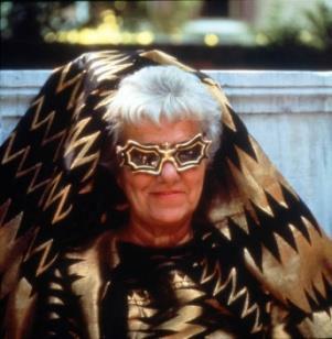 Peggy Guggenheim(ペギー・グッゲンハイム)氏 このメガネは、ペギー氏の友人でありアーティストの Edward Melcarth(エドワード・メルカース)の手によるもの。 image by Safilo Group