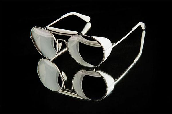ill.i Optics サングラス WA508S 04 風防やブリッジに付いた汗止めなど、クラシックなモチーフも印象的。