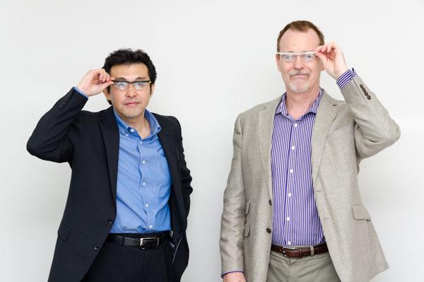 (左)社長を退任する中島義展氏。(右)新社長ジェレミー・サンダーソン氏。 ジェレミー・サンダーソン氏は、在日16年ということもあり、日本語を流暢に操る。 【クリックして拡大】