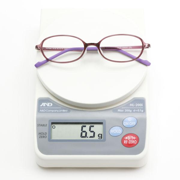 Zoff SMART Skinny(ゾフ・スマート スキニー)の最軽量モデルは、わずか6.5gという軽さ。 image by インターメスティック