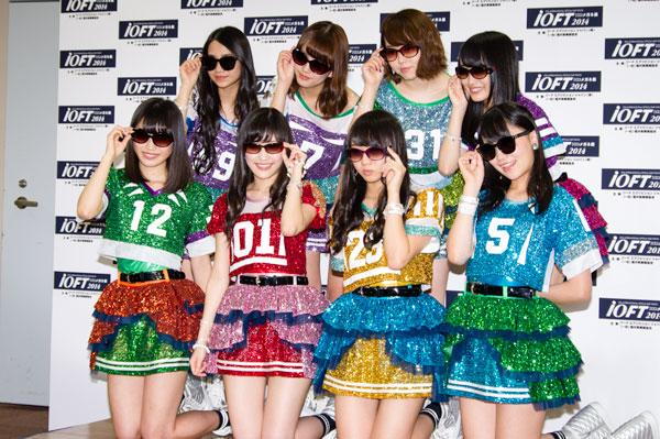 「AKB48 サングラス選抜」メンバー全員でのカット・その1。 【クリックして拡大】