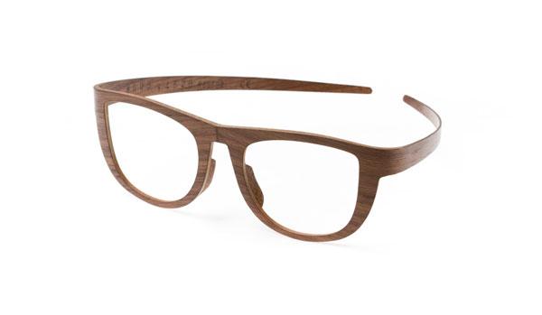 KRAA KRAA(クラークラー)「Nestor(ネスター)」 薄い木の芯材に薄い表面材をレイヤードすることで、ネジや金具などを使用せず、木材のみで形作られているのが特徴。モダンかつ美しいデザインのメガネフレームだ。 image by INOCO 【クリックして拡大】