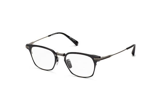 DITA(ディータ)「UNION」 カラー:Matte Black - Antique Silver 希望小売価格:68,000円(税別) ブロウパーツはセル(プラスチック)に見えるかもしれないがチタン製。オールチタンで仕上げるとモダンな雰囲気になりがちだが、しっかりとクラシック感にあふれているところもスゴい。