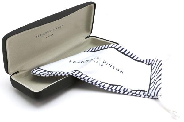 FRANCOIS PINTON(フランソワ・パントン)に付属するメガネケースとメガネ拭き。 image by インターメスティック