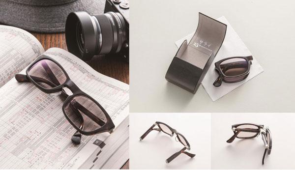 """メガネスーパー×小学館「サライ」25周年記念コラボモデル「旅メガネ『Trabit(トラビット)』」削り出しによる六つ折れフォールディングメガネは大変希少。""""メガネの聖地""""ならではの逸品。 また、幅6.0mm高さ8.5mm奥行き4.6mmのコンパクトな専用ケースが付属。ベルト通しもついていて携帯に便利。 image by メガネスーパー 【クリックまたはタップで拡大】"""