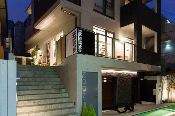 FACTORY900 TOKYO BASE は、キャットストリートから裏道に入ったところにある隠れ家的ショップ。 【クリックまたはタップで拡大】