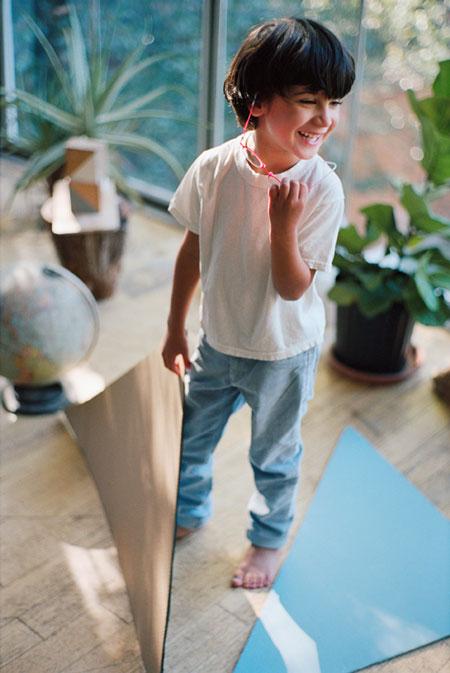 MYKITA FIRST(マイキータ ファースト)は、子どものラフな扱いにも耐える丈夫さ。 image by A.KA Tokyo 【拡大】