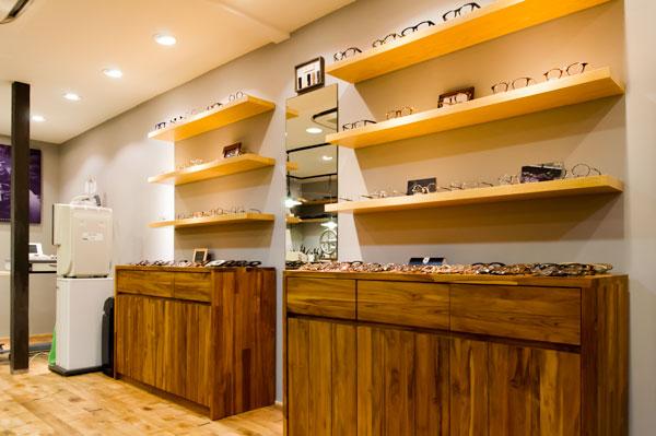 """""""めがねの聖地""""鯖江の職人技から生まれる高いクオリティと、ファッション感覚でおしゃれに掛けられるデザインが融合した RAINCOAT(レインコート)のオリジナルブランドが勢ぞろい。 【拡大】"""