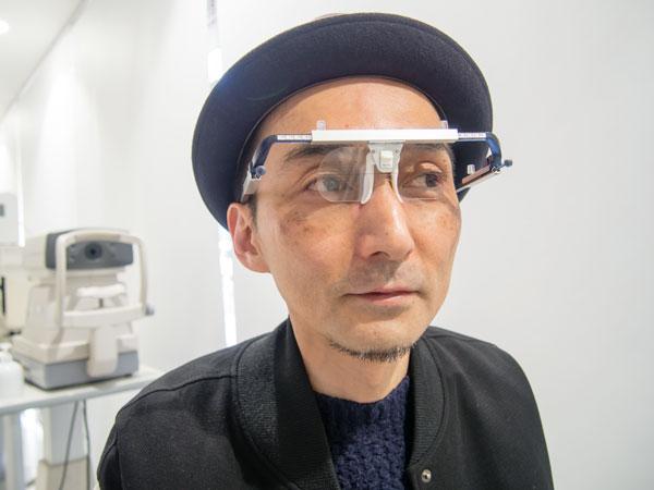 メガネスーパーが独自に開発した、顔のサイズを測る「3Dフィッター」。 【拡大】