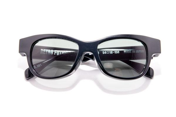 RETRO FUTURE BY 900(レトロ フューチャー バイ キュウヒャク) RF-008 カラー001 参考価格:35,000円(税別) 骨太なデザインには、やっぱり黒がよく似合う。