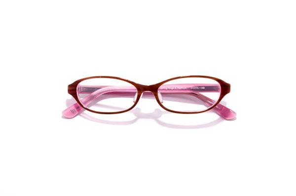 Le Blanche(ル ブランシュ)LBP 2008 カラーBP 参考価格:30,000円(税別) がんばり過ぎないメガネを掛けたい、だけど「メガネが似合うね。」と言われたい女性にオススメのセルフレーム。 サイドをキュッとつまんだようなカタチが、目もと引き締めとリフトアップのダブル効果を発揮。メイク感覚で掛けたいメガネ。