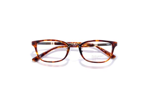 MARGARET HOWELL idea(マーガレット・ハウエル アイデア) MHC0033 カラーDB 参考価格:31,320円 メタルとのコンビネーションでリム(ふち)も細身なので、メガネが主張しすぎず普段のコーデに採り入れやすい。