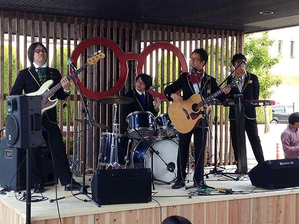 めがねフェス 2014での「めがねバンドライブ」の様子。 image by 福井県眼鏡協会