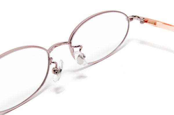 メガネの跡が鼻に残りにくいのは、女性には特にうれしいポイント。