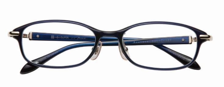 """メガネスーパー i-mine(イマイン)通常モデル IMI01-2412 カラー1(DBL) 価格:26,000円(税抜) 絶妙なサイズ感の""""顔映えメガネ""""。細身のリム(ふち)のベーシックなカタチが上品な印象を与え、メタルパーツがリッチ感をプラス。"""