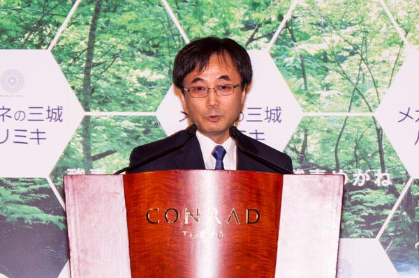 11月5日(木)に行われた「酸素めがね」プレス発表会で壇上に立つ森岡清史氏。