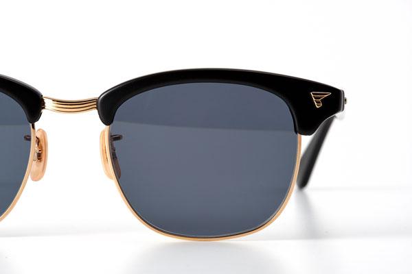 SIRMONT(サーモント)は、現存する世界最古のメガネメーカー American Optical(アメリカン オプティカル)が、1950年代に開発したモデル。BJ Classic Collection(ビージェー クラシック コレクション)では、それを細部に至るまで忠実に再現している。