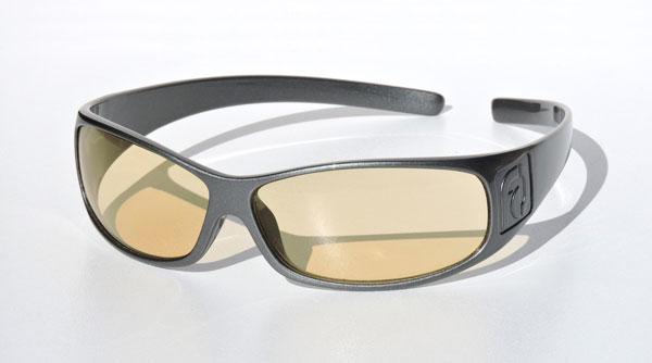 FAÇADE Computer Glasses(ファサード コンピューター グラス) カラー:Silver(シルバー) 価格:79.95ドル(執筆時現在9,643円) ブルーライトカットレンズを搭載。パソコンやスマートフォンの使用時やゲームをする時に最適。 image by FAÇADE